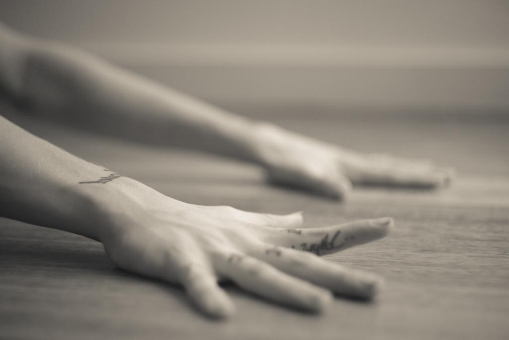 Finger Stretch | Yoga | Leiah Luz